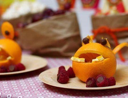 decoracion mesa cumpleanos monstruos naranjas detalle