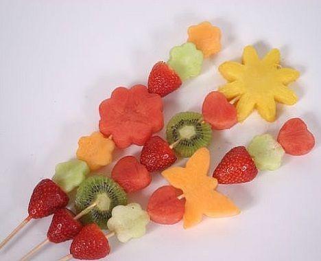 brochetas fruta formas