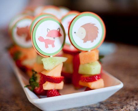 brochetas fruta pequenas