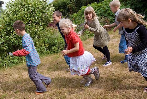 juegos de gincana para adultos y niños