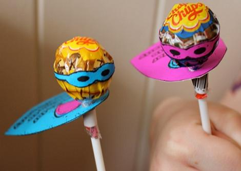manualidades superheroes chupachus capas y antifaces