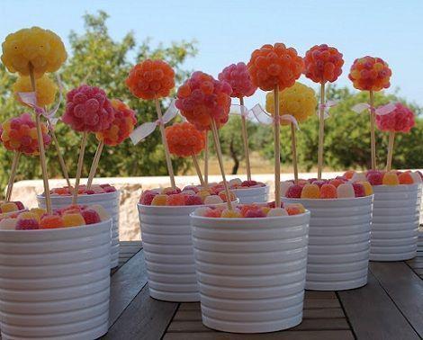 centros de mesa infantiles con chuches arboles colores