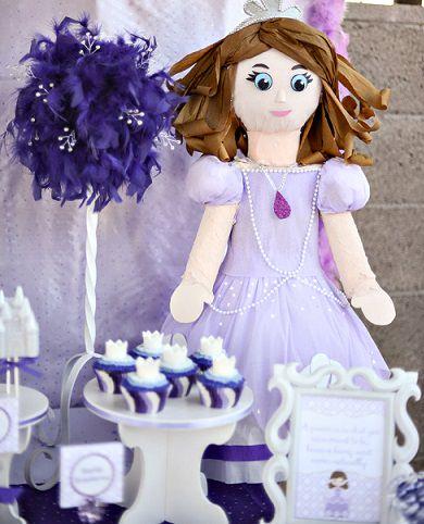 piñata infantil con la forma de la princesa sofía