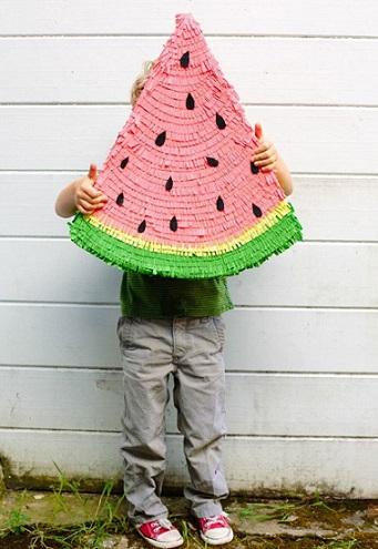 Cómo hacer una piñata con forma de sandía