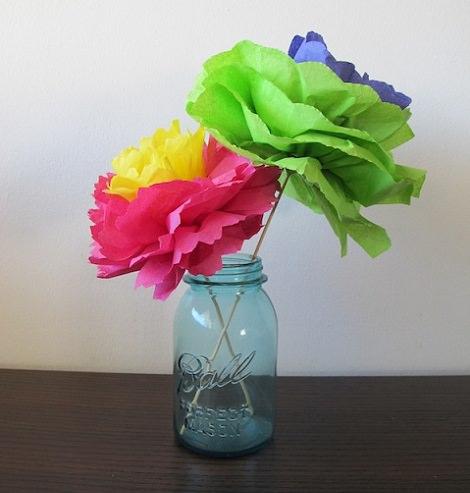 Cómo doblar servilletas en forma de flor para un cumpleaños