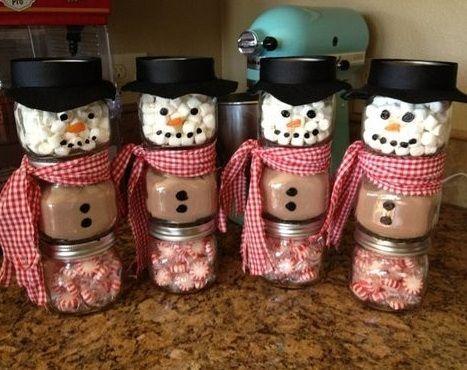 Manualidades fáciles de Navidad ; muñecos de nieve hechos con tarros