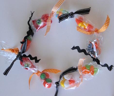 C mo hacer un collar de gominolas para halloween o - Manualidades con gominolas ...