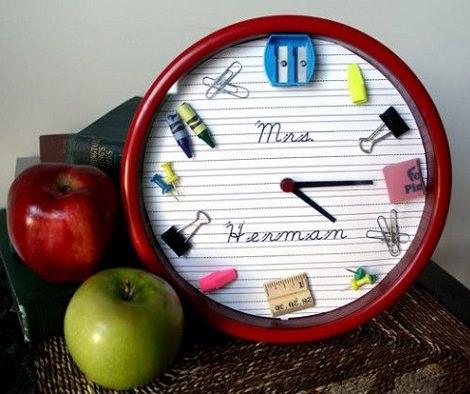 4 regalos caseros para profesores hechos por ni os - Manualidades relojes infantiles ...