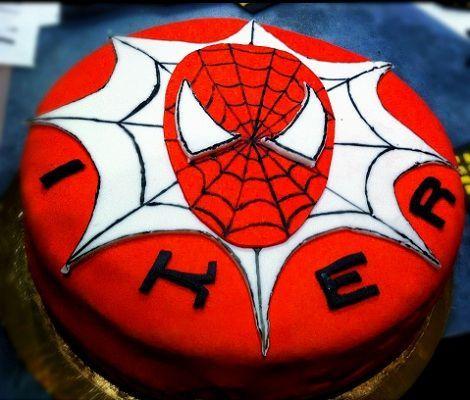 como hacer una tarta de spiderman con fondant