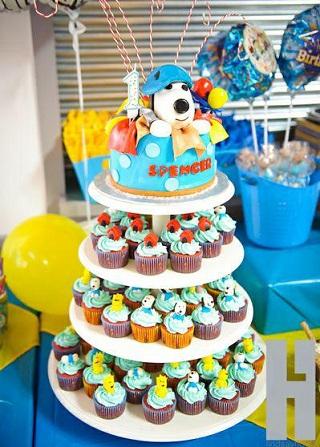 cumpleaños un año snoopy cupcakes