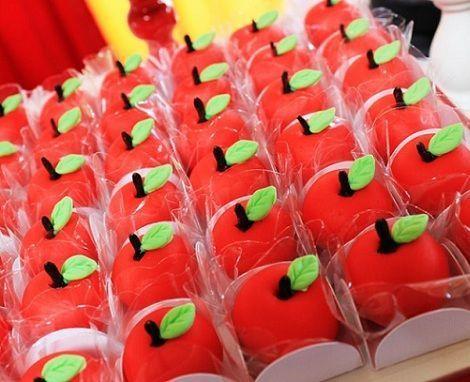 fiesta cumpleanos blancanieves manzanas