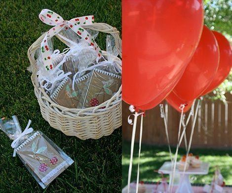 fiesta cumpleanos cerezas globos