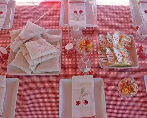 fiesta cumpleanos cerezas mesa