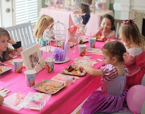 fiesta cumpleanos princesas mesa ninas