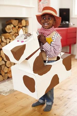 Disfraces caseros para niños hechos con cajas de cartón