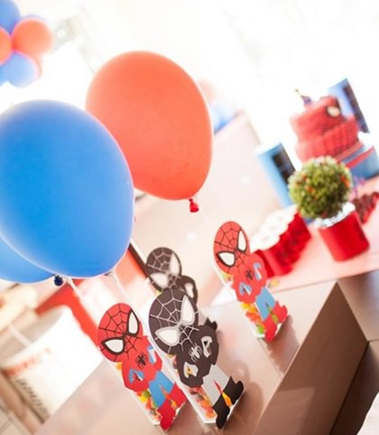 globos de una fiesta del hombre araña