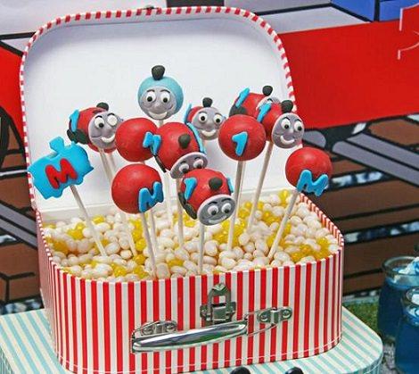 cake pops para una fiesta de thomas el tren y sus amigos