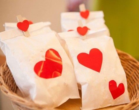 Ideas para organizar una fiesta infantil de San Valentín en casa bolsas