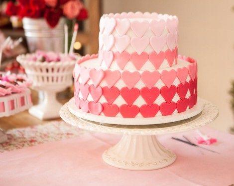 Ideas para organizar una fiesta infantil de San Valentín en casa tarta