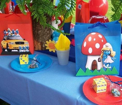 mesa decorada de los pitufos