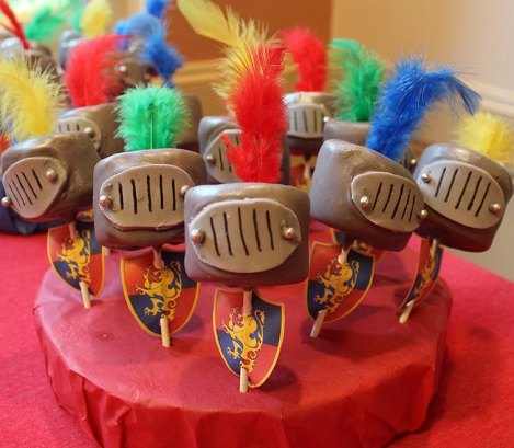 cake pops medievales para niños mesa