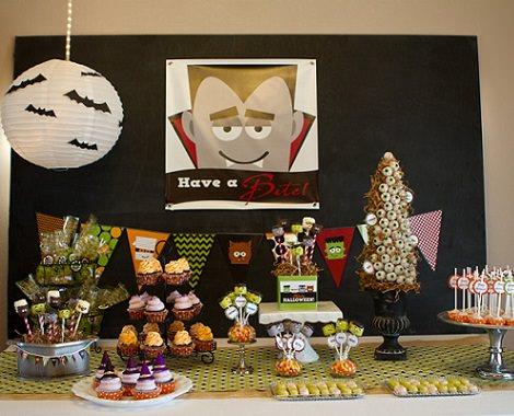 mesa infantil decorada para halloween
