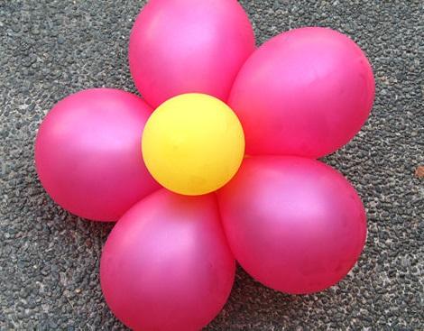 como hacer flores con globos