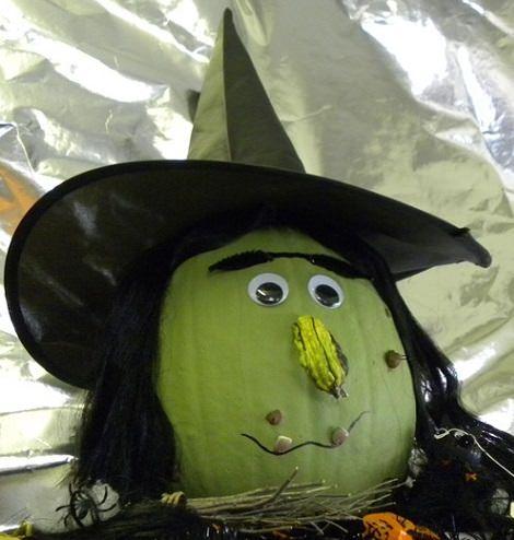 calabazas infantiles de Halloween decoradas carroza de bruja