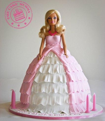 tarta infantil con forma de barbie