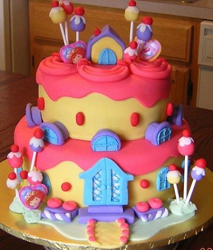 tarta infantil con forma de casita