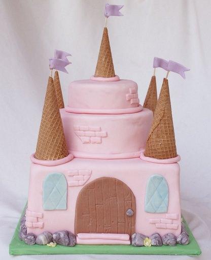 tarta infantil con forma de castillo